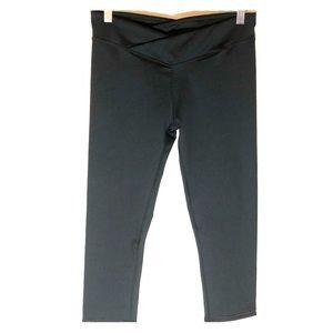 Fabletics NWT small 6 black leggings cropped YOGA